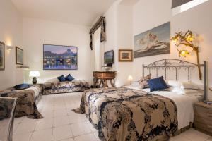 A bed or beds in a room at Roma Central Guest House