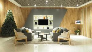 A seating area at Juno Hotel Jatinegara