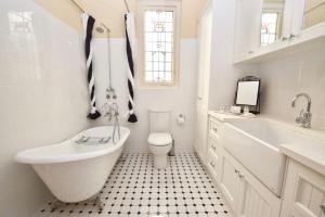 A bathroom at The Church @ Woodford