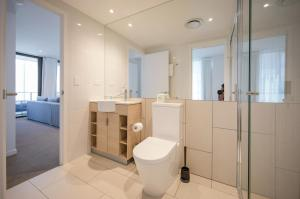 A bathroom at HomePlus Premier Apartments at 2663 Gold Coast Hwy, Broadbeach