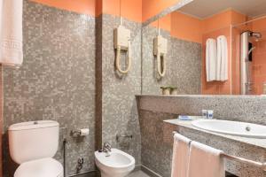 A bathroom at Hotel Quindós