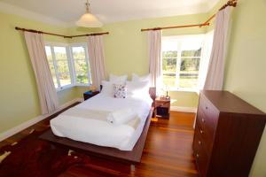 A bed or beds in a room at Bunya Creek Farm Stay
