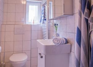 Ein Badezimmer in der Unterkunft FeWo Goebel Beethovenstraße