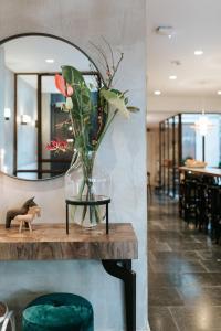 De lobby of receptie bij The Times Hotel
