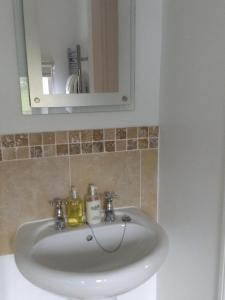 A bathroom at The Old Rectory Bed and Breakfast