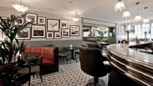 The lounge or bar area at Cults Hotel