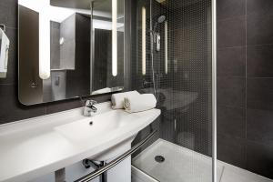 A bathroom at ibis London Greenwich