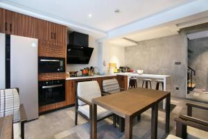 A kitchen or kitchenette at MIJU HOUSE - Jing'an