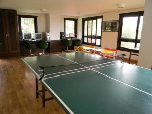 Table tennis facilities at Apartamento Resort Knorr Ville or nearby