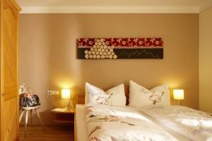 Ein Bett oder Betten in einem Zimmer der Unterkunft Schweizer Hof