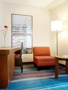 Ein Sitzbereich in der Unterkunft Newhotel Charlemagne