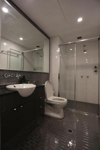 A bathroom at Orange Stay Pyrmont