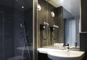 Ванная комната в Newhotel Opéra