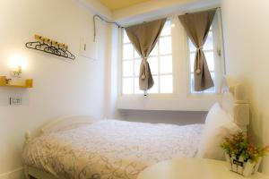 A bed or beds in a room at Hualien Bird's House Hostel