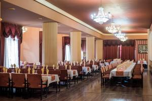 A restaurant or other place to eat at Hotel Balkan