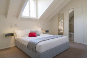 A bed or beds in a room at Brera Apartments in Garibaldi