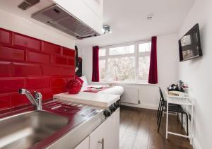 A kitchen or kitchenette at Wembley Park Hotel