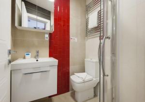 A bathroom at Wembley Park Hotel