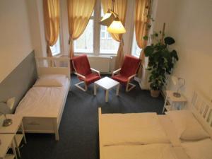 Ein Sitzbereich in der Unterkunft Hostel Franz Kafka