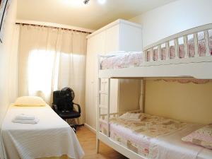 A bunk bed or bunk beds in a room at Apartamento da Serra