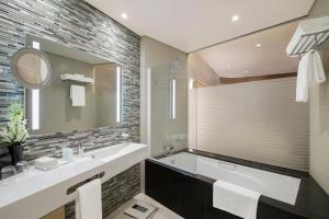 A bathroom at Pearl Rotana Capital Centre