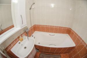 Ванная комната в Apartment on Bohdana Khmelnytskogo