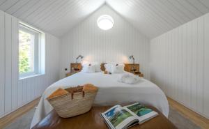 A bed or beds in a room at Casa do Rio Wine Hotel - Vallado