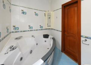 Ванная комната в Omsk Sutki Apartments at Pushkina 99 floor 3