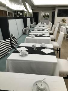 A restaurant or other place to eat at Hotel Cristal Marinha