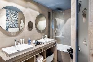 A bathroom at Chalet Skadi - Village Montana