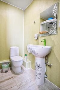Ванная комната в Гостиница «Три Звезды» на Донецкой