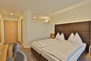 Ein Bett oder Betten in einem Zimmer der Unterkunft Gasthof Alpenblick
