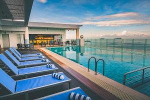 The swimming pool at or close to Mercure Kota Kinabalu City Centre