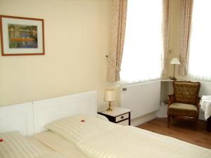 A bed or beds in a room at Pension Jepsen