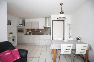 A kitchen or kitchenette at Vroeleneind