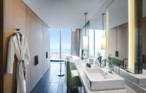 A bathroom at Sofitel Dubai Downtown