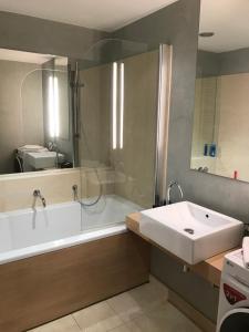 Een badkamer bij River Diamond Luxury Apartments