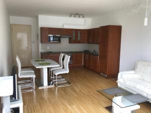 Een keuken of kitchenette bij River Diamond Luxury Apartments