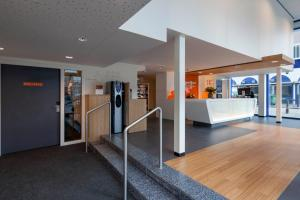 The lobby or reception area at easyHotel The Hague Scheveningen Beach