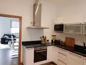 A kitchen or kitchenette at 7 Light Breeze