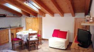 "A seating area at Sweet Home Casa Vacanze ""La Mansarda"""