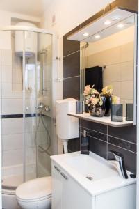 A bathroom at Apartment Lapad Beach