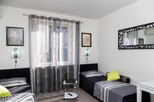 A seating area at Apartment Lapad Beach