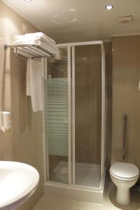 Salle de bains dans l'établissement Galaxy Design Hotel