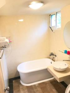 A bathroom at Saint Malo Homestay
