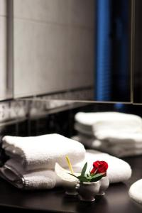 A bathroom at Appartements Au Bouchon Brionnais