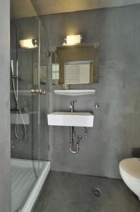 A bathroom at Dryades & Orion Hotel