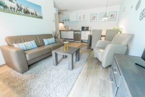 A seating area at De Pelikaan Texel Appartmenten