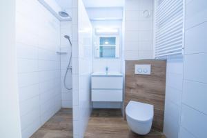 A bathroom at De Pelikaan Texel Appartmenten