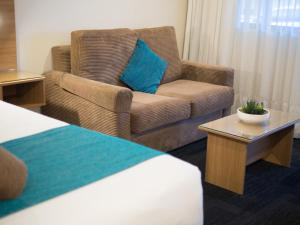 A seating area at Sunnybank Star Hotel